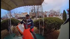Doorbell camera catches DoorDash driver dropping pizza, delivering anyway